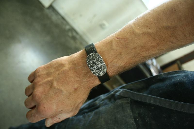 des bracelets pour homme (ou mixtes) en acier et cuir Img_6210