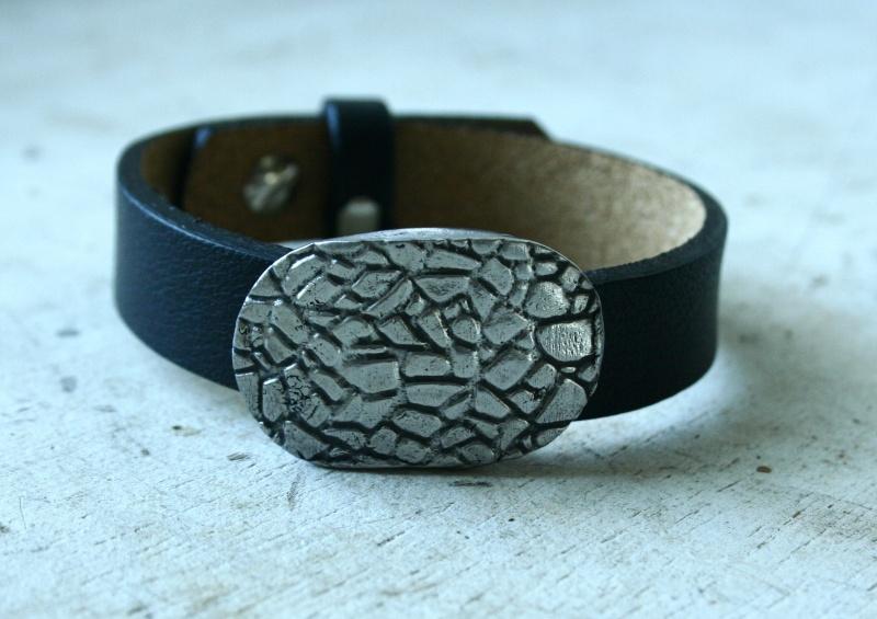 des bracelets pour homme (ou mixtes) en acier et cuir Img_6213