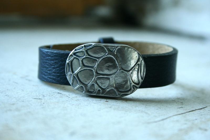 des bracelets pour homme (ou mixtes) en acier et cuir Img_6214