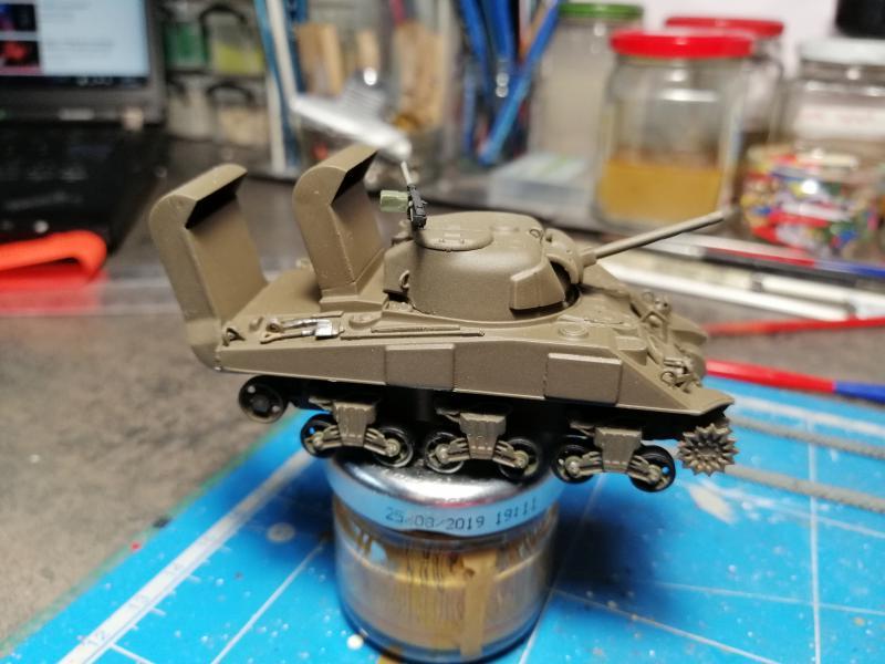 Sherman M4 Heller 1/72 FINI!!!!! avec son socle 1544