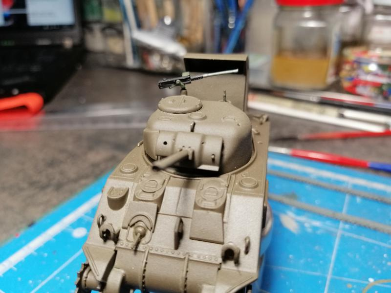 Sherman M4 Heller 1/72 FINI!!!!! avec son socle 1645