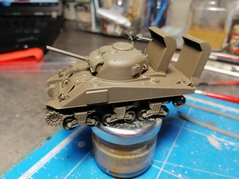 Sherman M4 Heller 1/72 FINI!!!!! avec son socle 1744