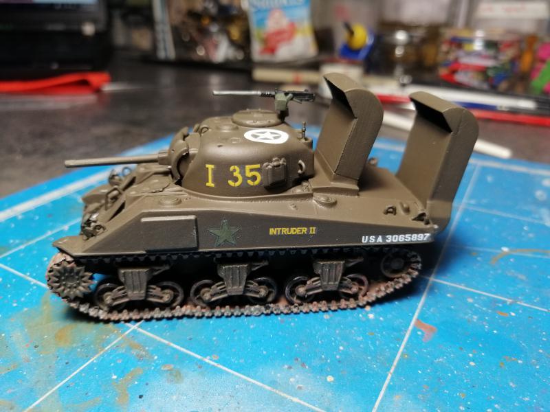 Sherman M4 Heller 1/72 FINI!!!!! avec son socle 1937