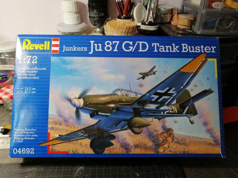 Ouvre boite Junkers JU 87 G/D Tank Buster 1/72 Revell 198