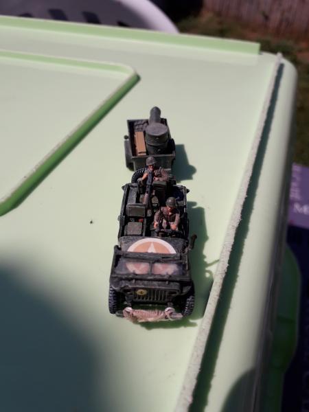 Jeep US 1/72 elle est finie!!!! - Page 2 2010