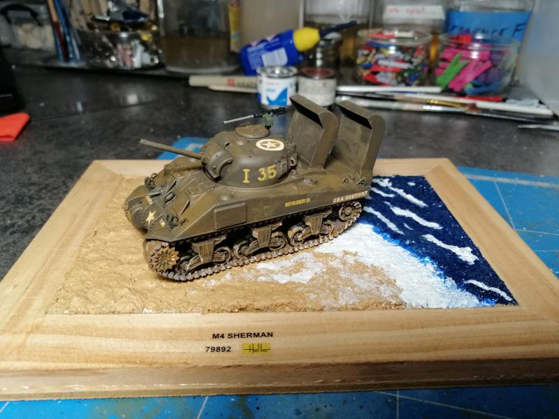Sherman M4 Heller 1/72 FINI!!!!! avec son socle 2231