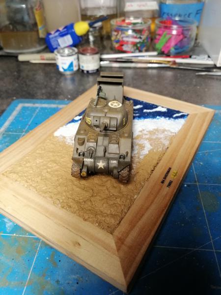 Sherman M4 Heller 1/72 FINI!!!!! avec son socle 2333