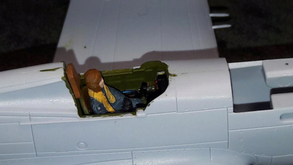 Curtiss Tomahawk Mk.IIB 1/72 de chez Airfix Avec son socle FINI!!!!!!! 2421