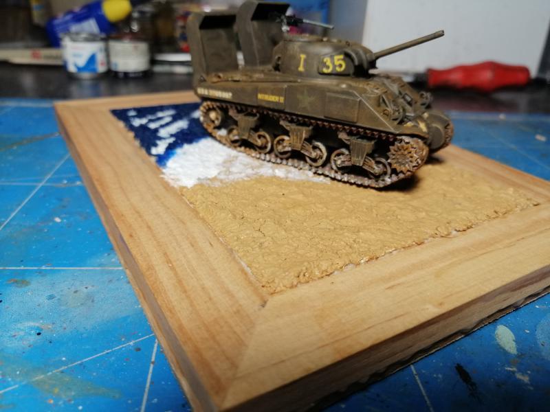 Sherman M4 Heller 1/72 FINI!!!!! avec son socle 2434