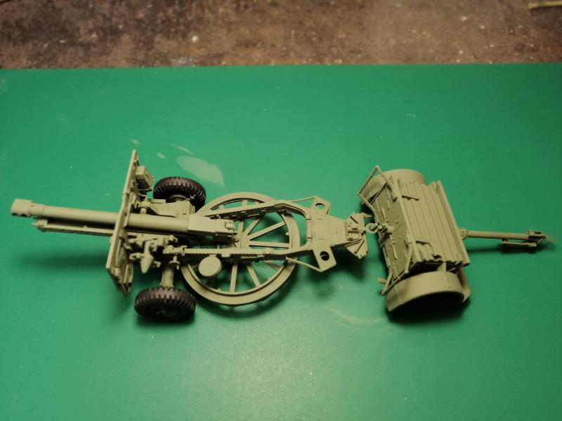 British 25 PDR. Field Gun & Quag Gun Tractor Canadian Ford F.G.T. Tamiya  1/35 3037