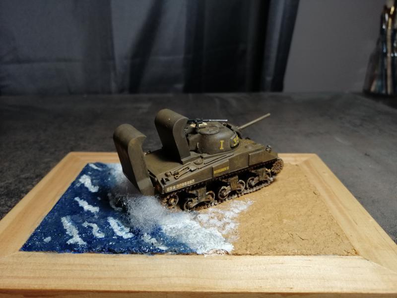 Sherman M4 Heller 1/72 FINI!!!!! avec son socle - Page 2 3128