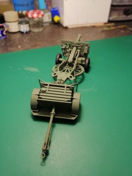 British 25 PDR. Field Gun & Quag Gun Tractor Canadian Ford F.G.T. Tamiya  1/35 3136