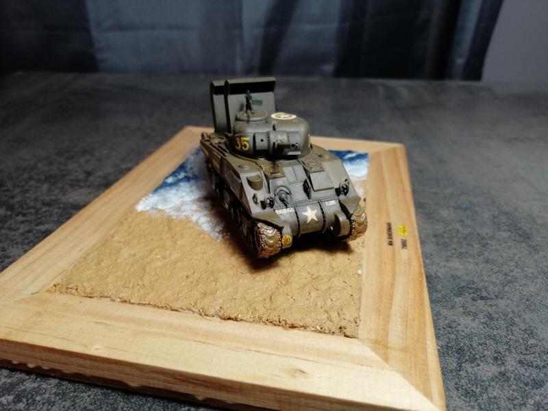 Sherman M4 Heller 1/72 FINI!!!!! avec son socle - Page 2 3228