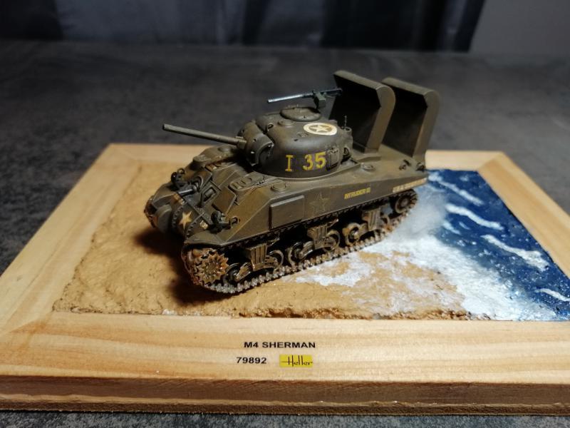 Sherman M4 Heller 1/72 FINI!!!!! avec son socle - Page 2 3328