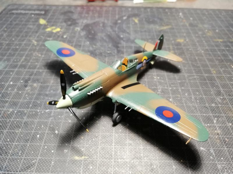 Curtiss Tomahawk Mk.IIB 1/72 de chez Airfix Avec son socle FINI!!!!!!! 4619