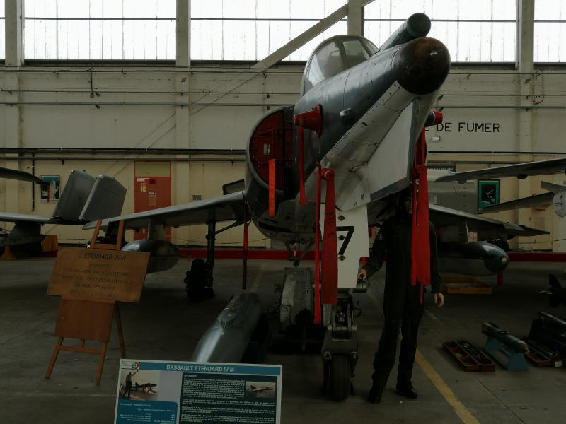 visite du petit musée de l'aéronaval de Rochefort 462