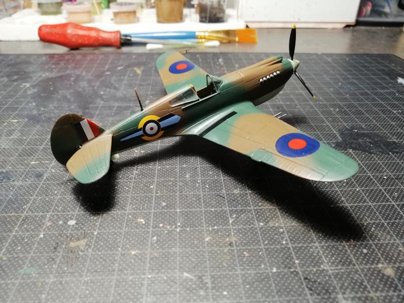 Curtiss Tomahawk Mk.IIB 1/72 de chez Airfix Avec son socle FINI!!!!!!! 4819