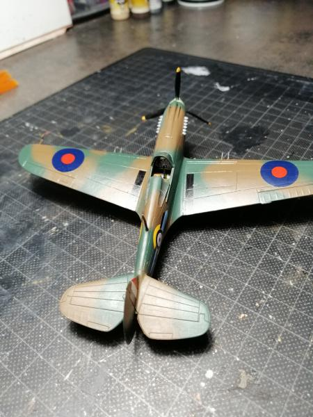 Curtiss Tomahawk Mk.IIB 1/72 de chez Airfix Avec son socle FINI!!!!!!! 4916