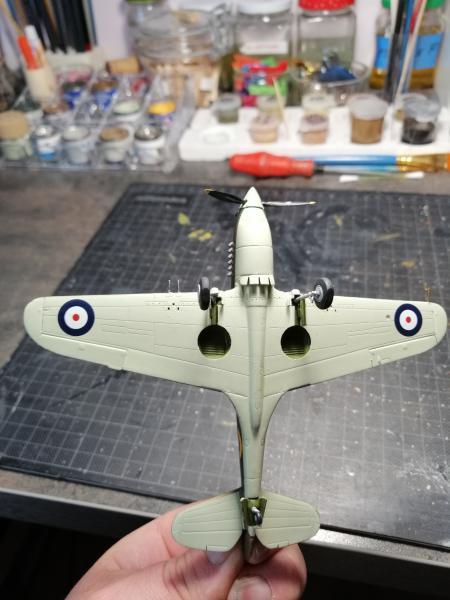Curtiss Tomahawk Mk.IIB 1/72 de chez Airfix Avec son socle FINI!!!!!!! 5014