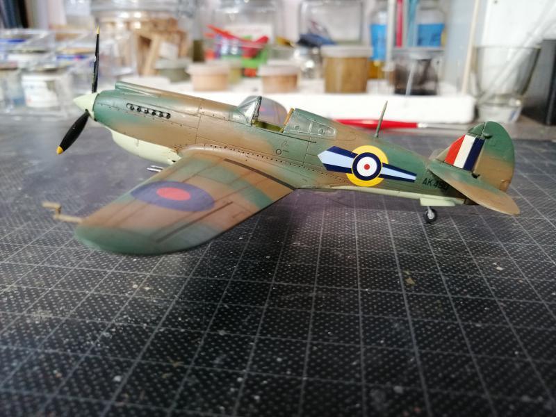 Curtiss Tomahawk Mk.IIB 1/72 de chez Airfix Avec son socle FINI!!!!!!! 5213