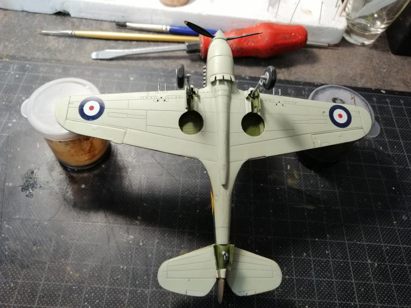 Curtiss Tomahawk Mk.IIB 1/72 de chez Airfix Avec son socle FINI!!!!!!! 5415