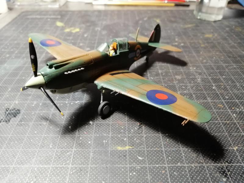 Curtiss Tomahawk Mk.IIB 1/72 de chez Airfix Avec son socle FINI!!!!!!! - Page 2 5715
