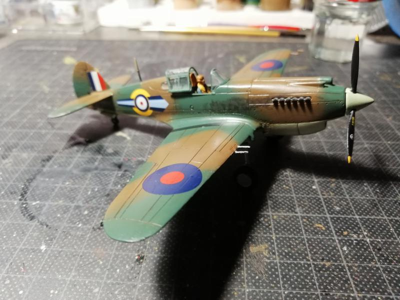 Curtiss Tomahawk Mk.IIB 1/72 de chez Airfix Avec son socle FINI!!!!!!! - Page 2 5815