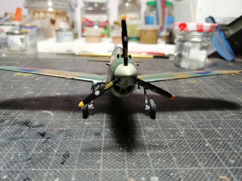 Curtiss Tomahawk Mk.IIB 1/72 de chez Airfix Avec son socle FINI!!!!!!! - Page 2 6015
