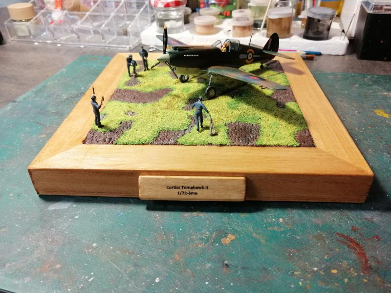 Curtiss Tomahawk Mk.IIB 1/72 de chez Airfix Avec son socle FINI!!!!!!! - Page 2 6115