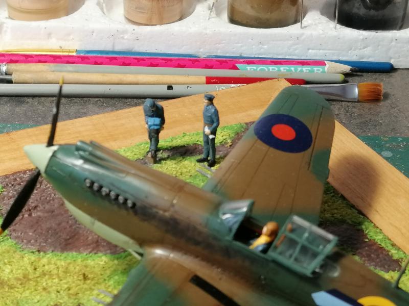 Curtiss Tomahawk Mk.IIB 1/72 de chez Airfix Avec son socle FINI!!!!!!! - Page 2 6414