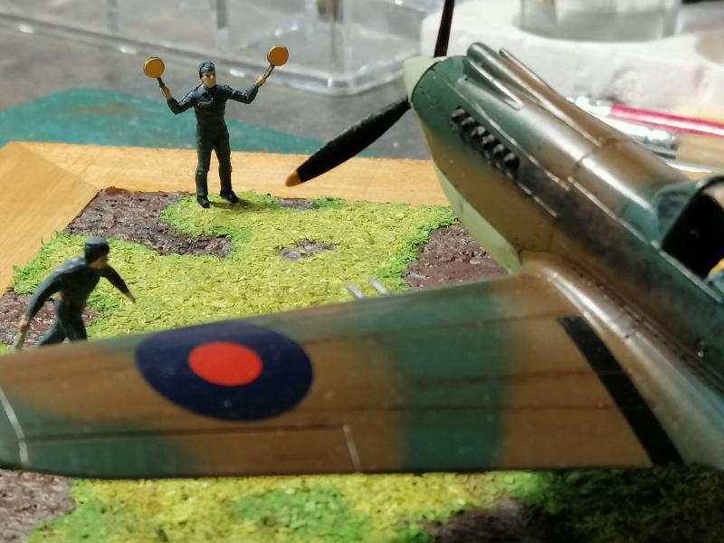 Curtiss Tomahawk Mk.IIB 1/72 de chez Airfix Avec son socle FINI!!!!!!! - Page 2 6513