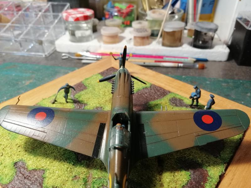Curtiss Tomahawk Mk.IIB 1/72 de chez Airfix Avec son socle FINI!!!!!!! - Page 2 6613
