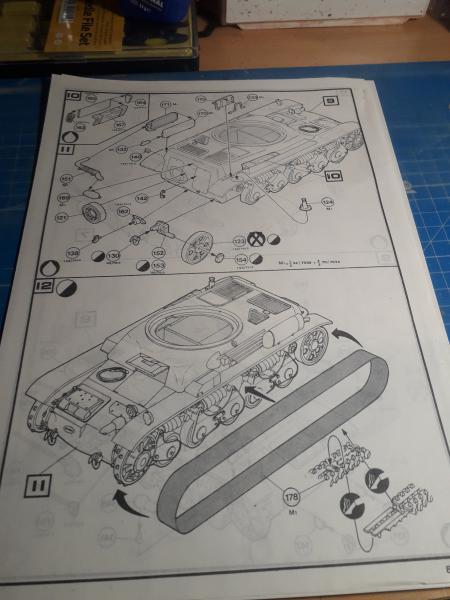 Ouvre boite Renault R35 1/35 Heller/Humbrol 720