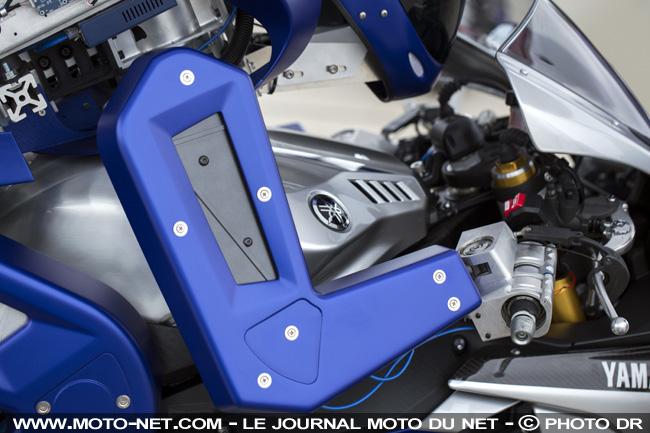 "Le robot ""motobot"" au salon de tokyo Motobo11"