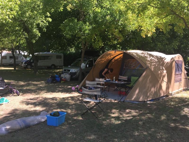 Camping municipal du pont vieux à Avèze (30) Cévènnes Img_5027