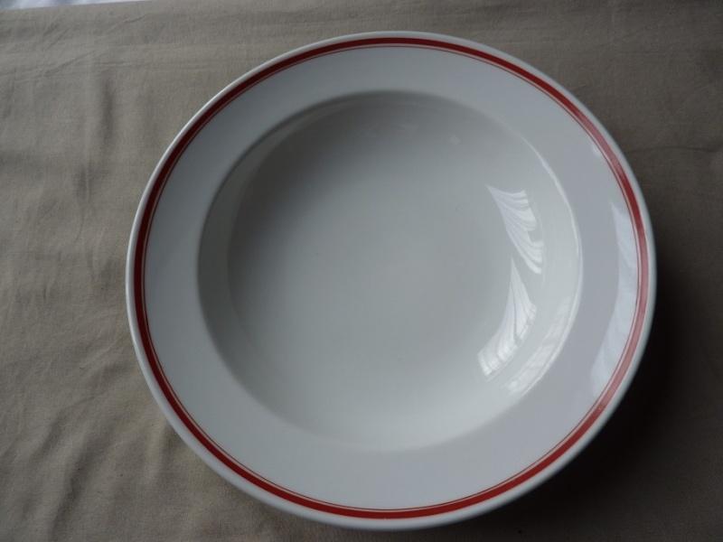 DAF - Assiette creuse (double liseré rouge) Ass410
