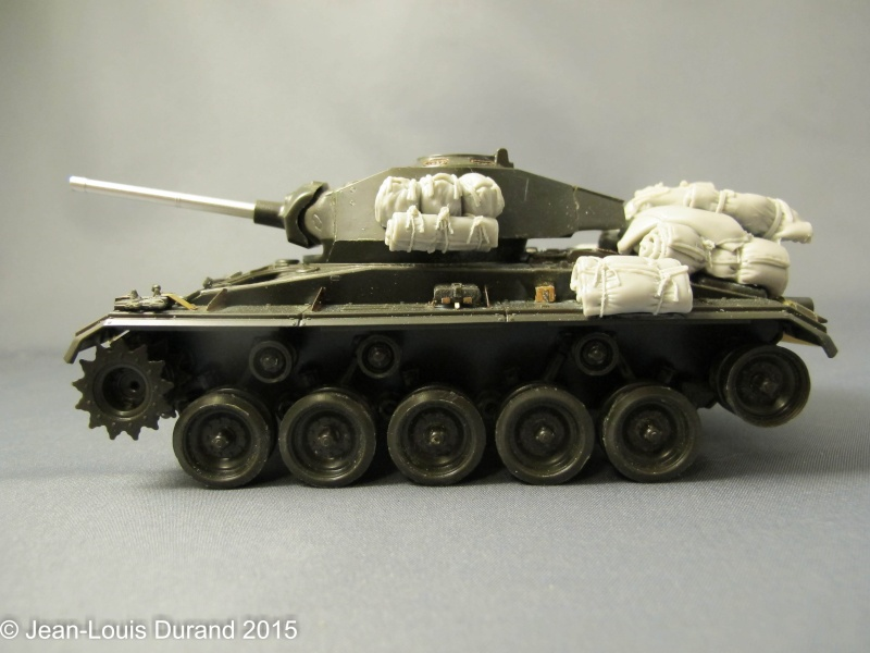 """M-24 Chaffee """"Indochine"""" - ITALERI 244 + photo-découpe Eduard 35608 + canon RB Model 35B27 + paquetages Blackdog T35070 27102039"""