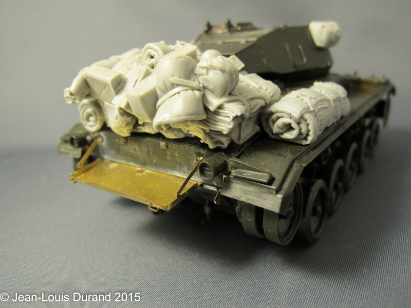 """M-24 Chaffee """"Indochine"""" - ITALERI 244 + photo-découpe Eduard 35608 + canon RB Model 35B27 + paquetages Blackdog T35070 27102040"""