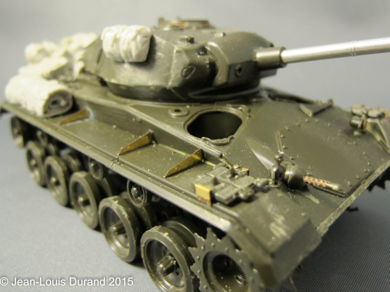 """M-24 Chaffee """"Indochine"""" - ITALERI 244 + photo-découpe Eduard 35608 + canon RB Model 35B27 + paquetages Blackdog T35070 27102041"""