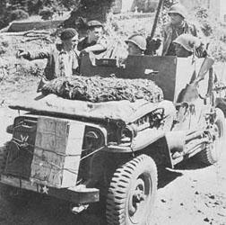 1/35 Dragon Jeep blindée Ardennes Jeepmb11