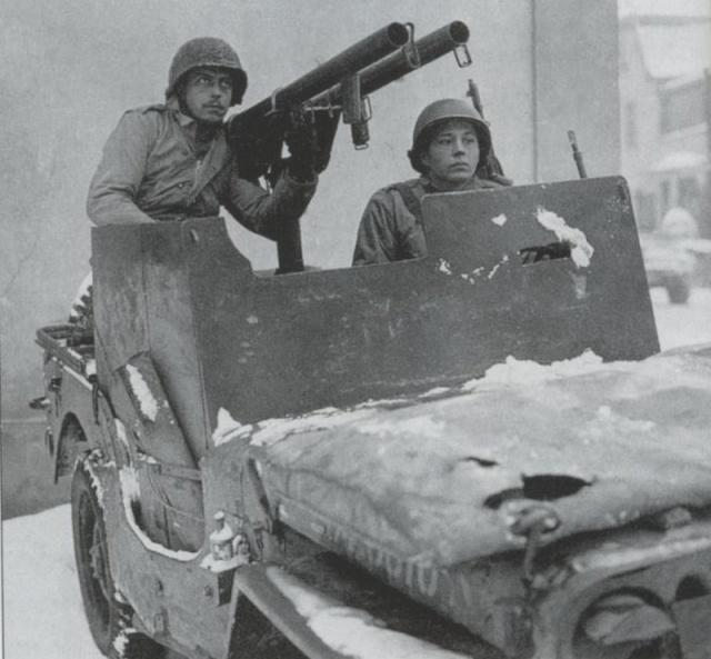 1/35 Dragon Jeep blindée Ardennes Sans_110