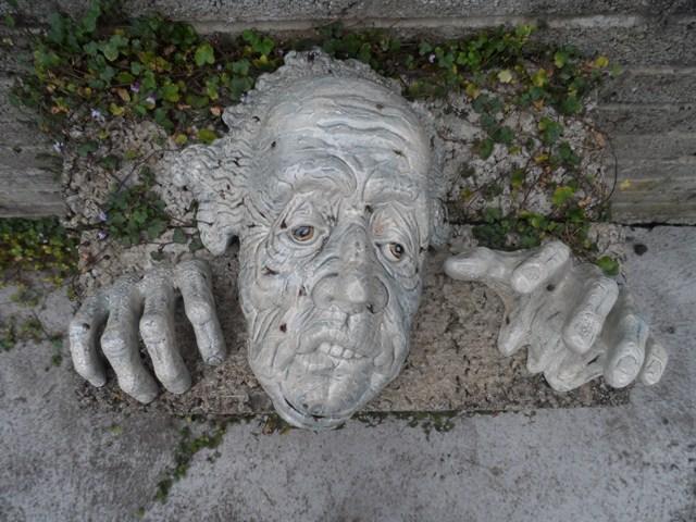 Grotesque wall mask   031_6410