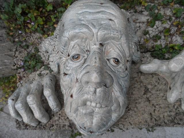 Grotesque wall mask   032_6410