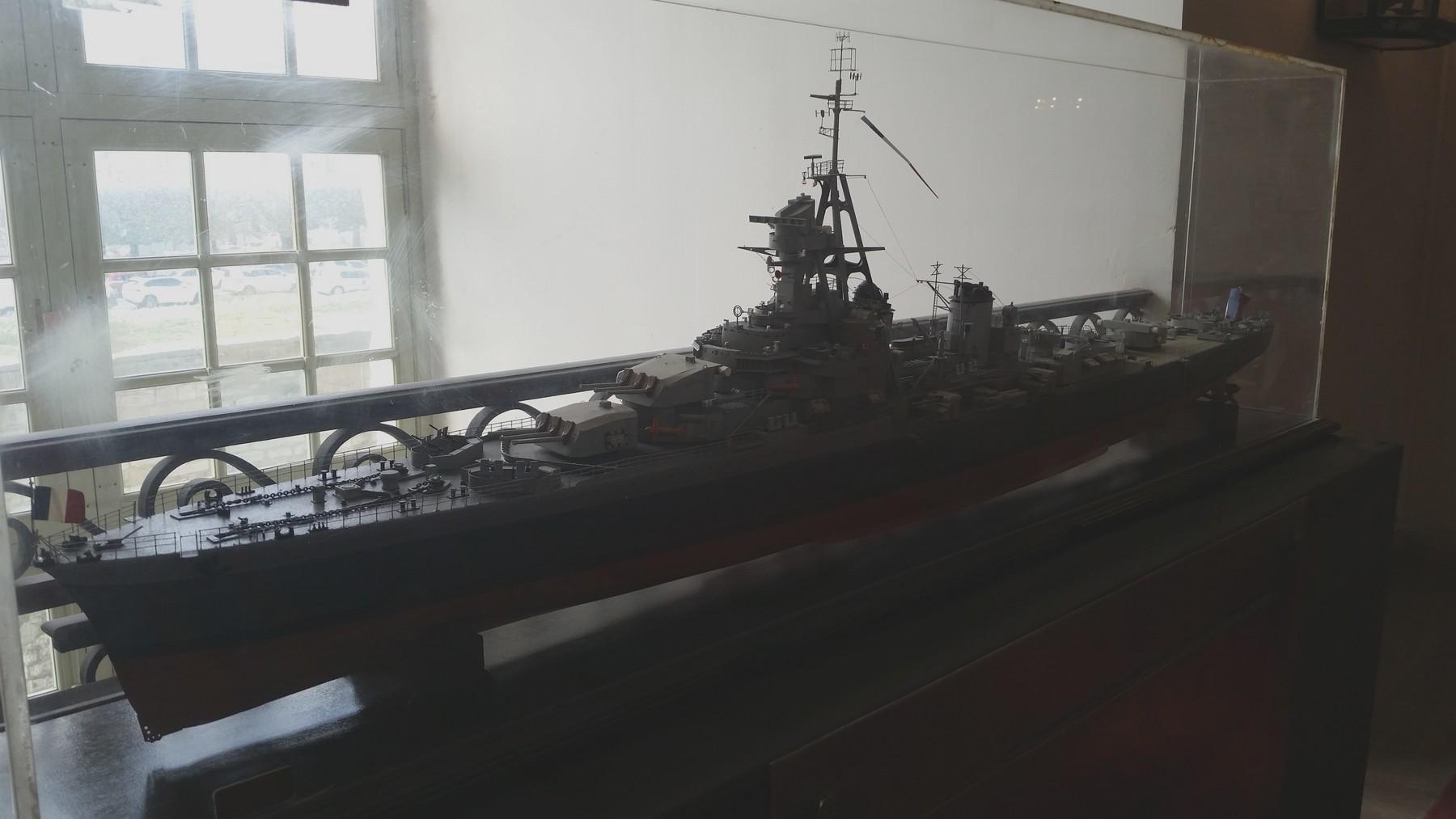 Maquette du croiseur Georges Leygues... X_4810
