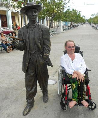 Des statues amusantes ! - Page 4 Alain_10