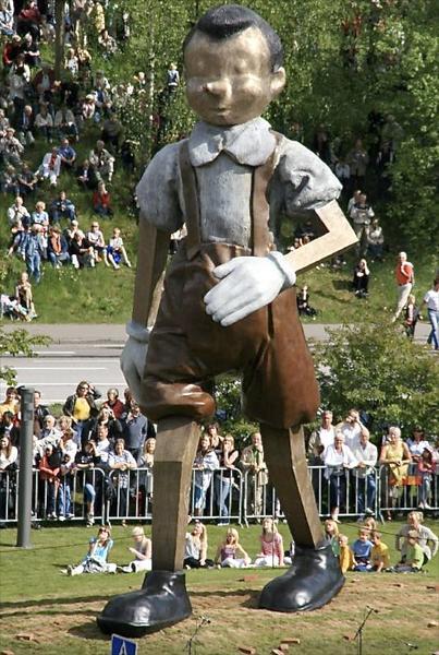 Des statues amusantes ! - Page 6 Pinocc10