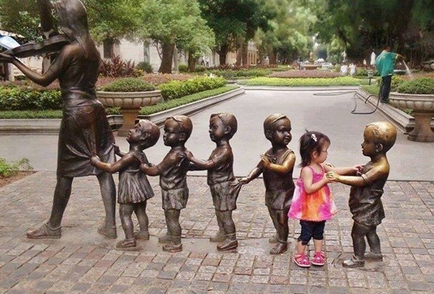 Des statues amusantes ! - Page 4 Statue12