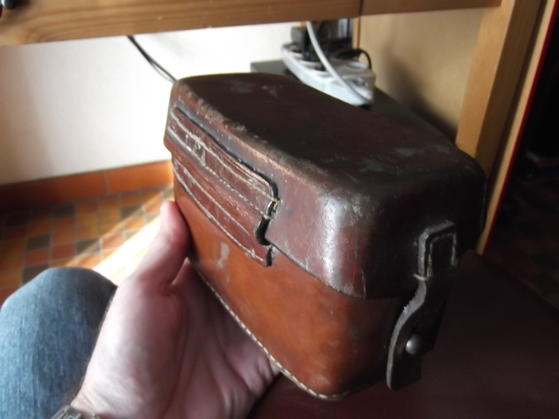 identifier une cartouchière en cuir fauve. Dscf3715