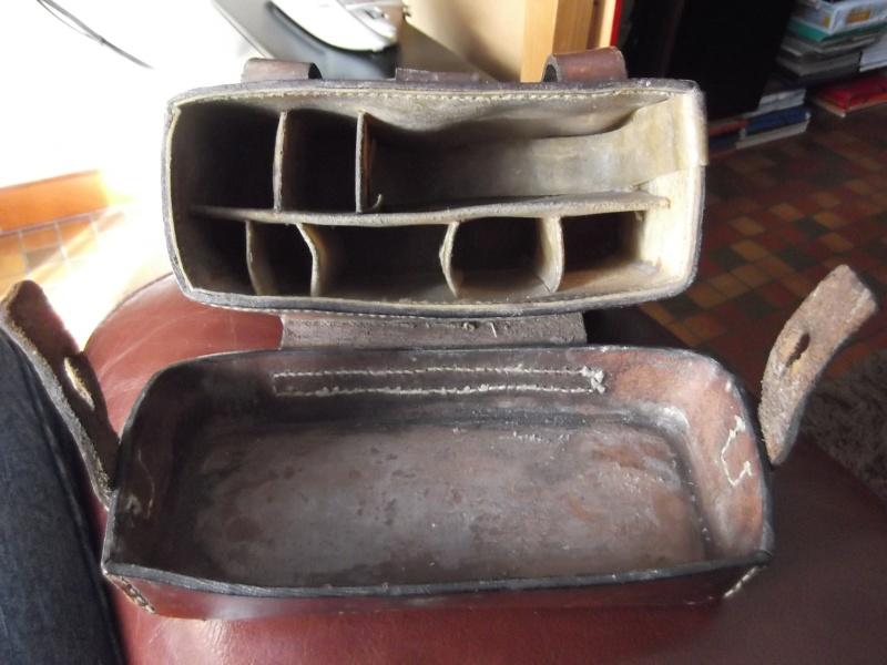 identifier une cartouchière en cuir fauve. Dscf3716