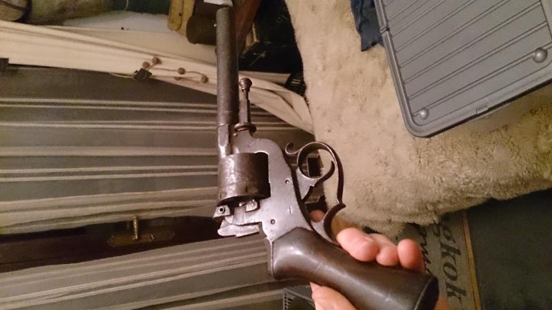 Une belle arme, le REVOLER PERRIN modèle 1859 trouvé chez un copain ! Dsc_0917